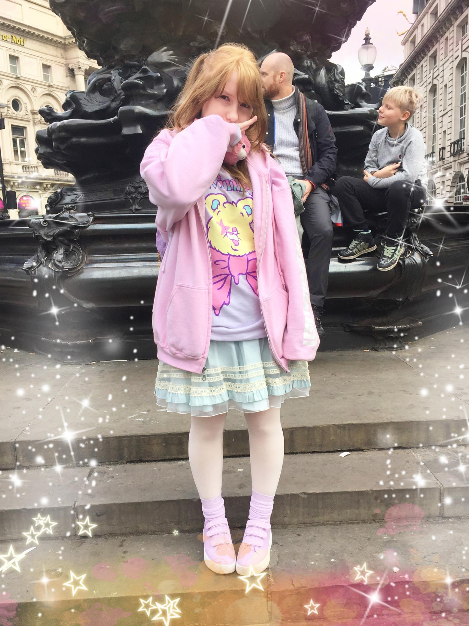 海外の女子もゆめかわいいファッション