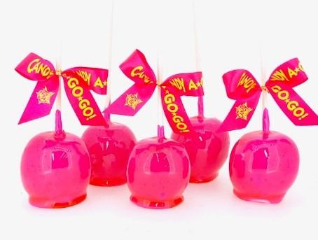 原宿に新オープン!蛍光ピンクのりんご飴をチェックせよっ!