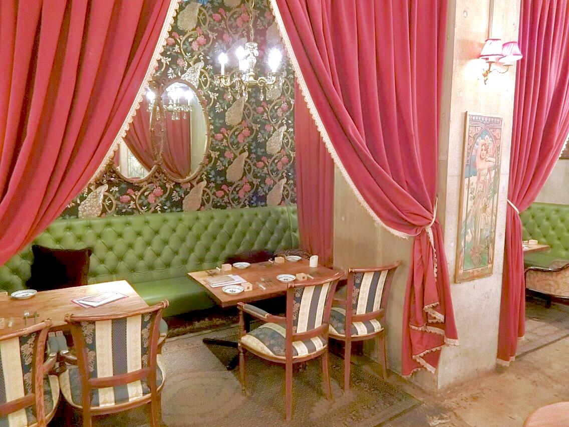 【原宿】アンティークな空間にうっとり*隠れ家レストランSolomons