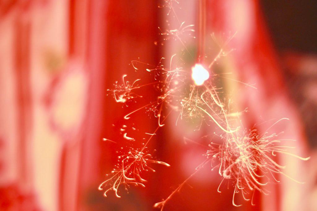 浴衣と花火の写真