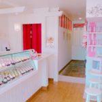 イギリスをイメージして作られたカップケーキ屋さん『London Cupcakes(ロンドンカップケーキ)』。白×ピンクを基調にした店内がとってもかわいいですが、何と言っても最高の魅力はカップケーキ♡魅力がたっぷり詰まったロンドンカップケーキたちをご紹介いたします♡